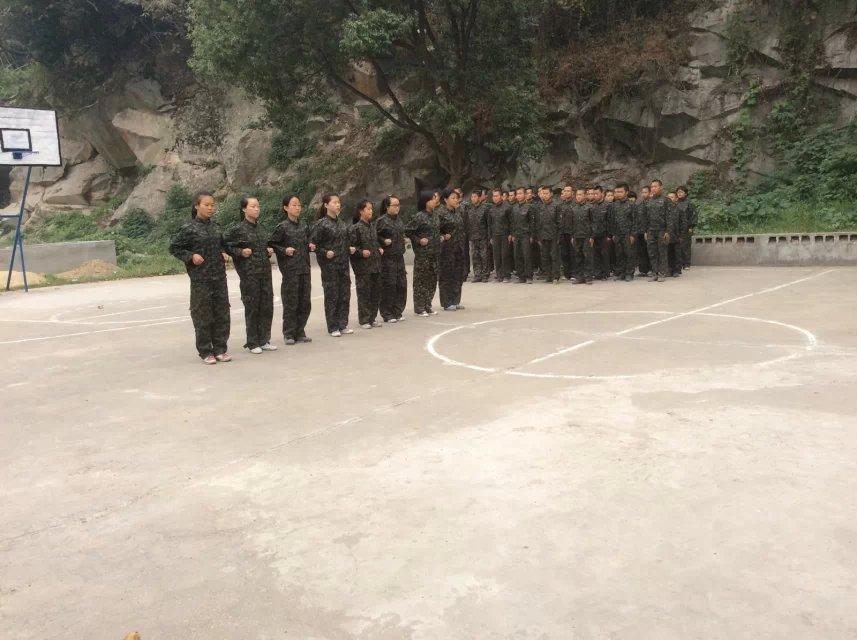 学生强度军训,锻炼意志力